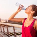 bebendo água, exercícios e dieta